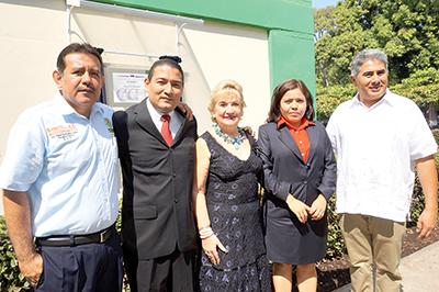 Tomas Domínguez, Luis Miguel Hernández, María Elena Bustillos y Artemio Enríquez en la develación de la placa del CACEI.