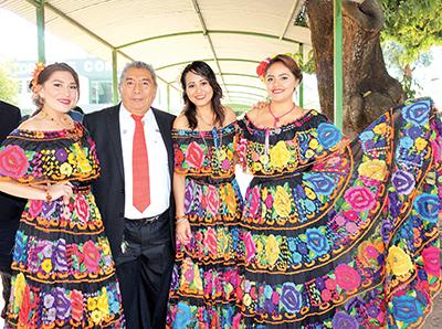 Jaime Osorio y Edecanes del Tecnológico de Tapachula.