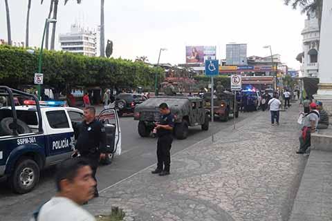 Elementos policiacos de distintas corporaciones efectúan recorridos y patrullajes las 24 horas del día en diferentes colonias, ejidos y fraccionamientos, así como en el primer cuadro de la ciudad.