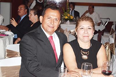 Sandra Luz, Gil González.
