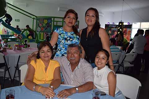 América Patatuchi, Marielena Palacios, Marvella Rodríguez, Manuel Patatuchi, Danae Palacios.
