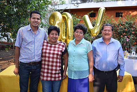 Víctor Campos, Vicky Moreno, Elvia Moreno, Lino Campos.