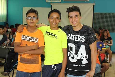 José Reyes, Alexander Chávez, Enrique Trujillo, con su participación en talento.