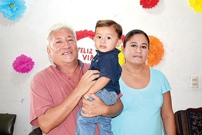 Ricardo Nakamura, Hidehira Nakamura, Lupita Borges.