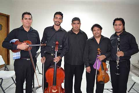 Orquesta de Cámara del Soconusco: Francisco Muñoz, Manuel Ustariz, Luis Torres, Juan Yandún, Roldán Matus.