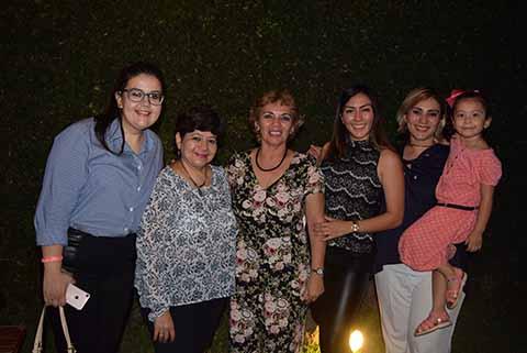 Mary Tere Fuentes, Georgina Palacios, Leslie Torres, Paola Siles, Cinthya Siles, Grettel Vargas.