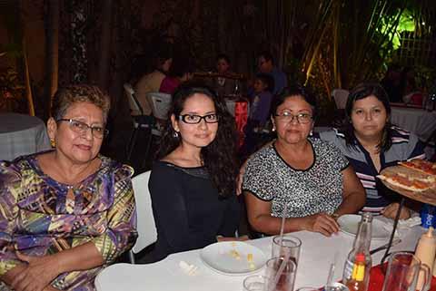 Mirna de León, Gloria de León, Vicky Bermúdez, Yoly de León.