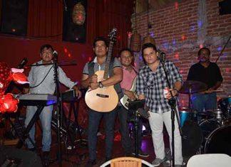 """Grupo """"Son Manía"""", amenizó la velada: Carlos Juan, Merari Madrigal, Israel Angeles, Rolando Alcala, Raúl del Pino."""