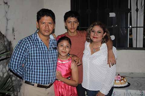 Miguel, Valeria, Miguel Calderón, Elizabeth Desirena.