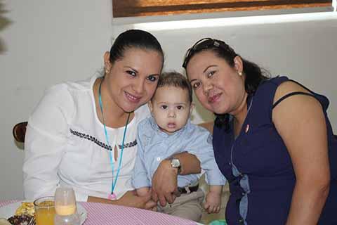 Azucena Rubio, Arath Bulle, Cinthya Rubio.