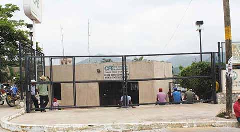 Escuelas y Clínica Permanecen sin Energía Eléctrica en Suchiate