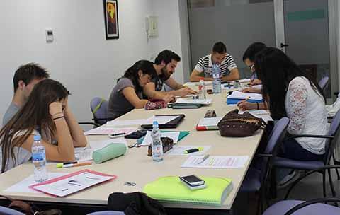 Propone Zamora Morlet Facilitar la Titulación de Profesionistas