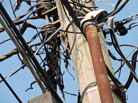 Más de 24 Horas sin luz por Incendio en Poste de CFE