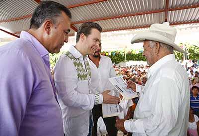 El Mandatario Estatal entregó calles pavimentadas, Cuartos Rosas y Canastas Alimentarias en Acala; además, puso en marcha el Centro de Monitoreo y Vigilancia.