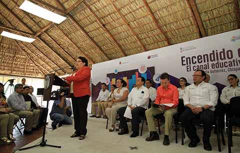 El Gobernador Velasco destacó que se transmitirá mediante la plataforma digital del SCHRTyC, y que en esta primera etapa beneficiará directamente a más de 800 mil chiapanecas y chiapanecos.
