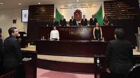 Ante el gobernador Manuel Velasco Coello, el titular de la Sedesol federal, Luis Enrique Miranda Nava, hizo hincapié en que la Constitución define y muestra lo que somos como mexicanos.