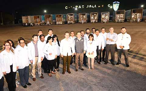 El gobernador Manuel Velasco Coello, dio el banderazo de salida a los 15 camiones que repartirán las medicinas a hospitales y centros médicos de mayor concentración.