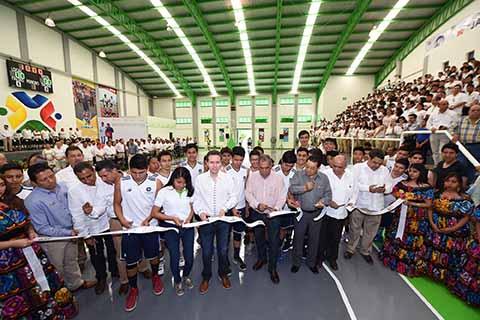 El Gobernador Manuel Velasco encabezó la reinauguración del Centro Cultural y Recreativo