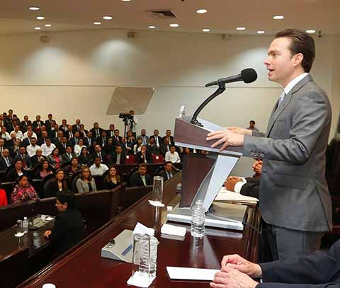 El mandatario estatal destacó que Chiapas dejó de estar entre los 10 Estados más endeudados del país, ya que se han tomado decisiones responsables para lograr viabilidad financiera.