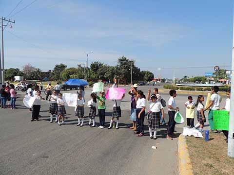 Protestan Padres de Familia por Abandono en Escuelas