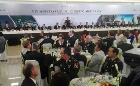 En las instalaciones de la 36ª Zona Militar, se llevó a cabo un desayuno con autoridades civiles y militares, en conmemoración del Día del Ejército Mexicano. El discurso de la ceremonia estuvo a cargo del comandante de la 36ª Zona Militar, General de Brigada Diplomado de Estado Mayor, Jens Pedro Lohmann Iturburu.