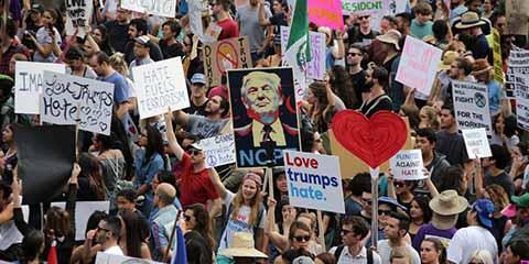 Inmigrantes declararon un día de paro en Estados Unidos, y salieron a las calles para expresar su repudio a las medidas discriminatorias del magnate.
