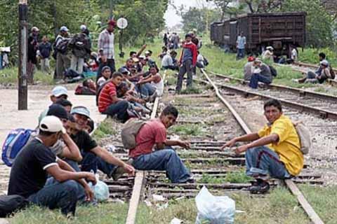 Peña Nieto Debe Apoyar a Centroamericanos, Como Exige se Atienda a Migrantes Mexicanos en EU: CNDH