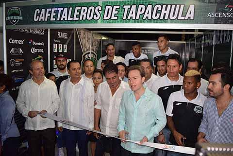 Velasco Coello, inauguró el stand de Cafetaleros F.C.