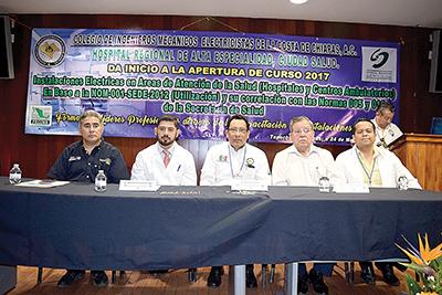 La mesa del presídium estuvo integrada por Artemio Enríquez, representando al Director del ITT; Anselmo Mugüerza, encargado de la Dirección Médica; René Simón, presidente del XV Consejo Directivo CIME Costa de Chiapas; Saúl Treviño, instructor del curso; Arturo Trujillo, subdirector de Ingeniería Biomédica.
