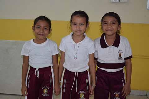 Bessy Bejarano, Emily Morales, Yesica Morales.