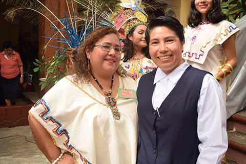 Cecilia Morales, coordinadora de la Muestra Gastronómica, Norma Morales, directora de Secundaría.