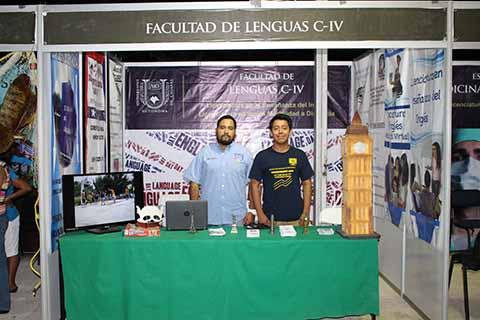 Jabes Pérez, Miguel Grajales promocionan la Licenciatura en Enseñanza del Inglés de la UNACH, carrera enfocada en el estudios de las técnicas y teorías de aprendizaje y enseñanza basada en la transmisión del idioma inglés.