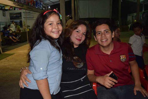 Brenda León, Emma Murillo, Felipe León.