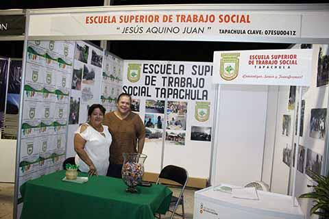 Arely Escobar, Cielo Téllez de la Escuela Superior de Trabajo Social, ubicada en la Central Norte prolongación Galaxias, es la única escuela pública de Trabajo Social en la Zona Costa, con un sistema escolarizado de Lunes a Viernes, turno matutino.