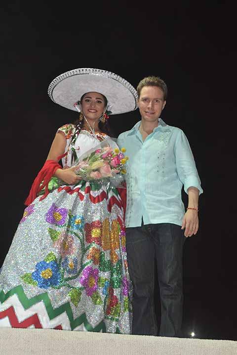 El gobernador del estado, Manuel Velasco Coello, inauguró la Feria Tapachula Mesoamericana 2017 y coronó a S.G.M. María Isabel I, en el marco de un espectacular show con talentos locales.