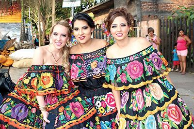 Mónica Sancristóbal, Amadys Cifuentes, Paulina del Pino.