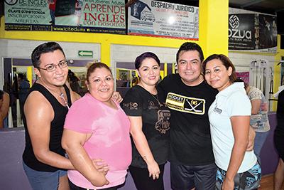 Beto Espinosa, Lupita Barrios, Carmen Chacón, Miguel, Wendy Solís.