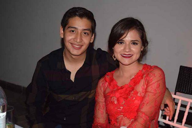Meredith Mendoza, Adrián Amores.