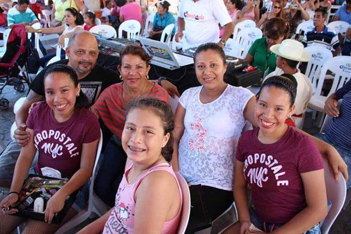 Francisco, Rubí Cruz, Isabel Victorio, Sofía Cruz, Guadalupe Rodas, Rocío Cruz.