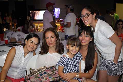 Rebeca Pámares, Caro González, Cris Juárez, Rocío Reyes, Fátima Reyes.