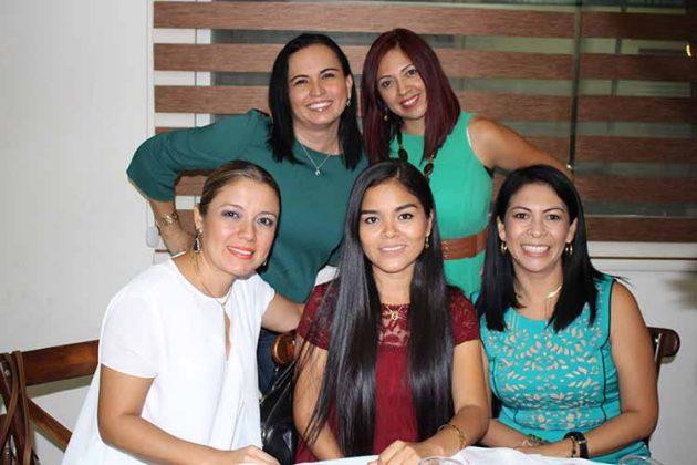Claudia Vázquez, Paola Méndez, Paula López, Gladis Ramírez, Karla Miranda.