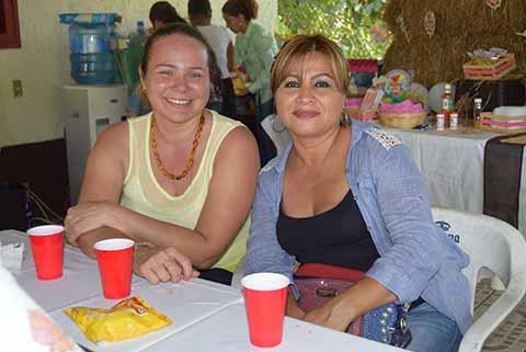 Patty Muguerza, Brenda Gálvez.