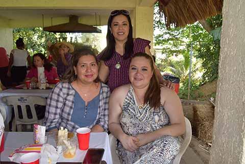 Paty Flores, Alejandra Hernández, Karla Moguel.