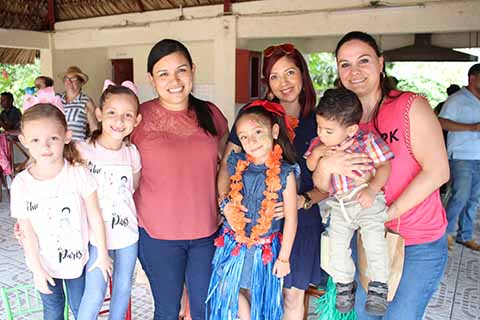 Mariam, María Fernanda, Ene de Salazar, Ximena Nivón, Paola Méndez, Gael Rosales, Jessi Wembes.
