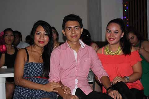 Karla Hernández, Uziel Praxediz, Lourdes Escalante.