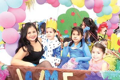 """La estancia Infantil """"Garabatos"""" se lució en el desfile."""