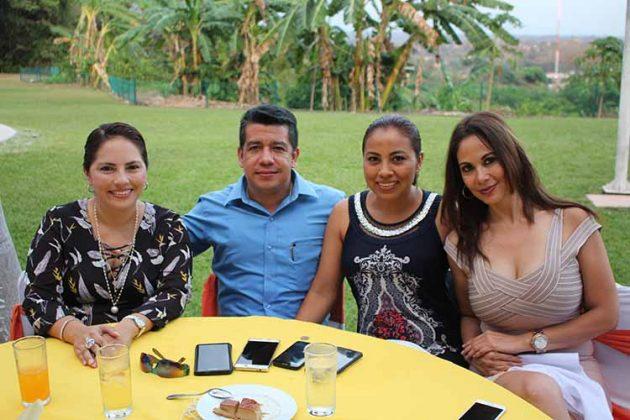 Irene Vázquez, César Villafuerte, Yesenia de Villafuerte, Ana Morales.