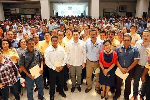 Reconoce Fernando Castellanos a la base trabajadora del Ayuntamiento de Tuxtla