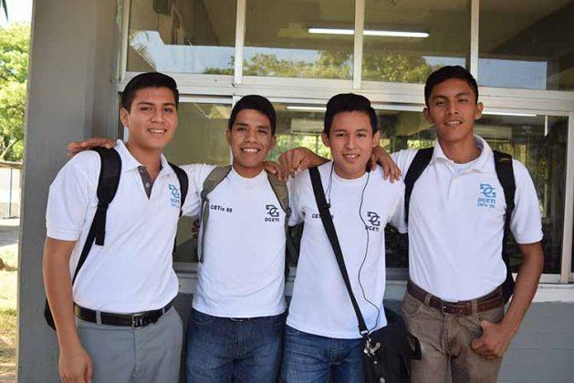 Juan, Adán Barrios, Manuel Santiago, Samuel Samayoa.