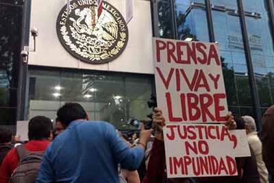 Marchan Periodistas Contra Violencia Hacia el Gremio